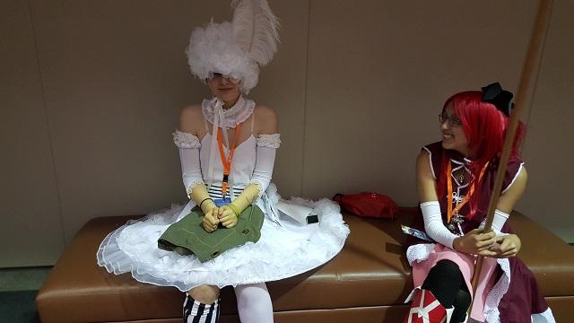 MomoCon_2015_-_Saturday_-_Doll_x_Sakura_Kyouko_-_Kuroshitsuji_and_Puella_Magi_Madoka_Magica_Small