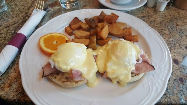 Bellagio_Eggs_Bennies